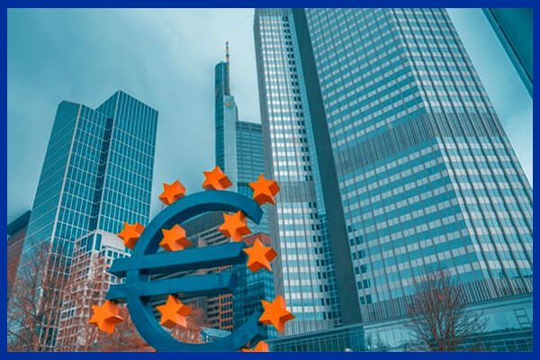 Clădiri europene și simbolul euro reprezentând faptul că Comisia Europeană este administratorul UE și a fondurilor europene din România