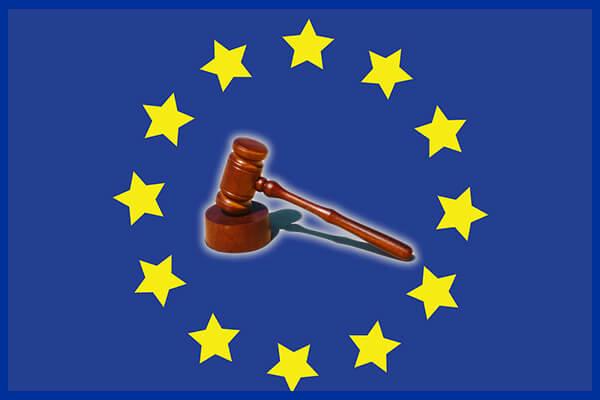 Ciocan peste steagul UE reprezentând faptul că Comisia Europeană este legiuitorul UE, cu efecte inclusiv în România