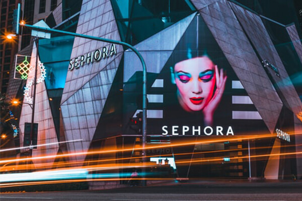 Magazin Sephora cu produse făcut de Anastasia Soare și compania ei din Beverly Hills