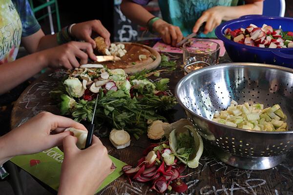Risipa alimentară - mâncare gătită